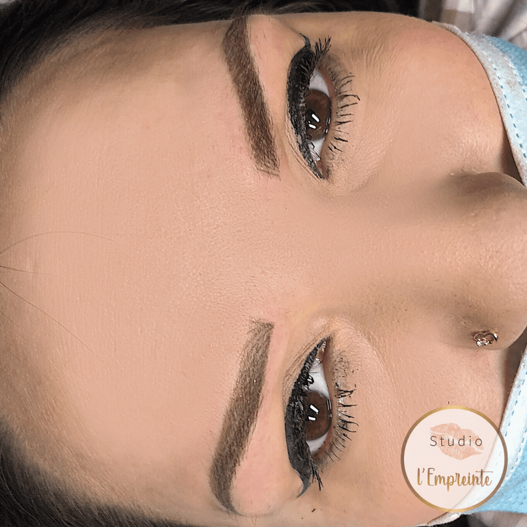 sourcils eyeliner maquillage permanent